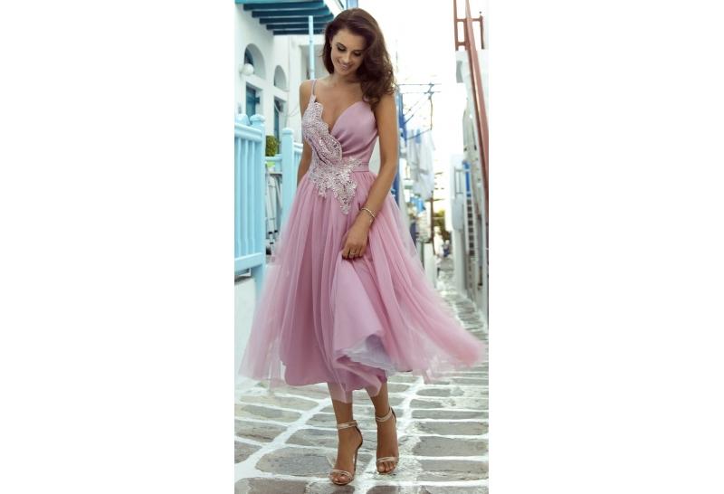 Sukienka midi - czym się kierować przy wyborze?